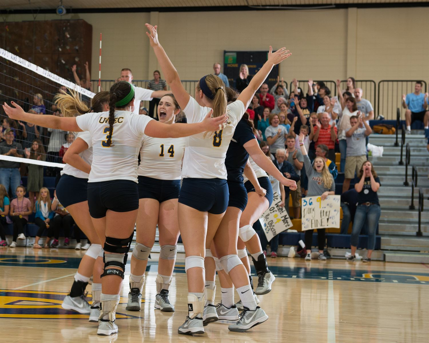 University of Wisconsin - Eau Claire - Womens Varsity Volleyball