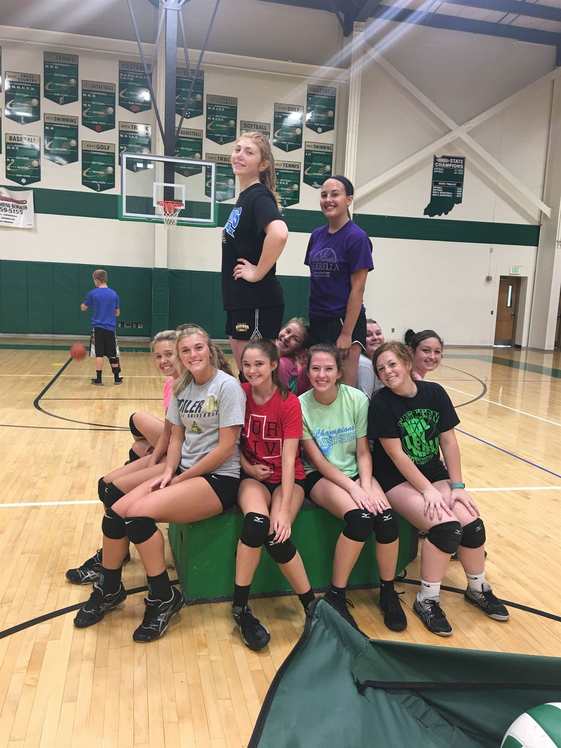 Eastern High School - Girls' Varsity Volleyball 2016