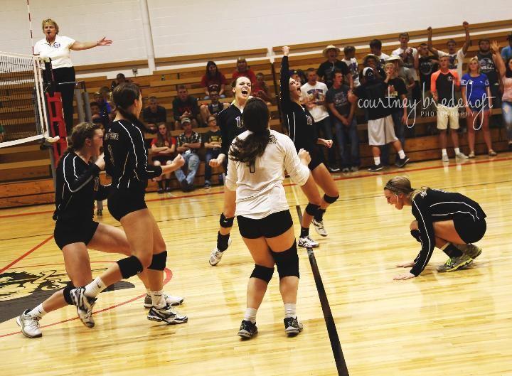 Battle Creek High School - Girls' Varsity Volleyball