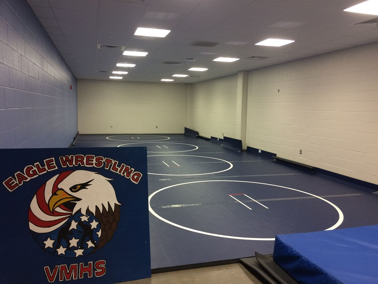 Veterans Memorial - Boys' Varsity Wrestling