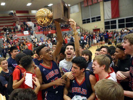 Veterans Memorial High School - Boys' Varsity Basketball